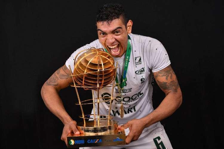 Shilton foi campeão do NBB no Bauru junto de Gui Deodato e Alex (Foto: Divulgação/LNB)