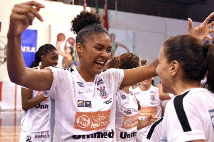 Damiris alternou início de caminhada na WNBA com passagens pelo Brasil (Foto: Divulgação/CBB)