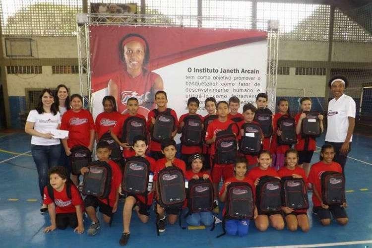 Uma das maiores jogadoras da história do Brasil, Janeth mantém um instituto de formação e acolhimento de crianças, adolescentes e jovens (Foto: Divulgação/Instituto Janeth)