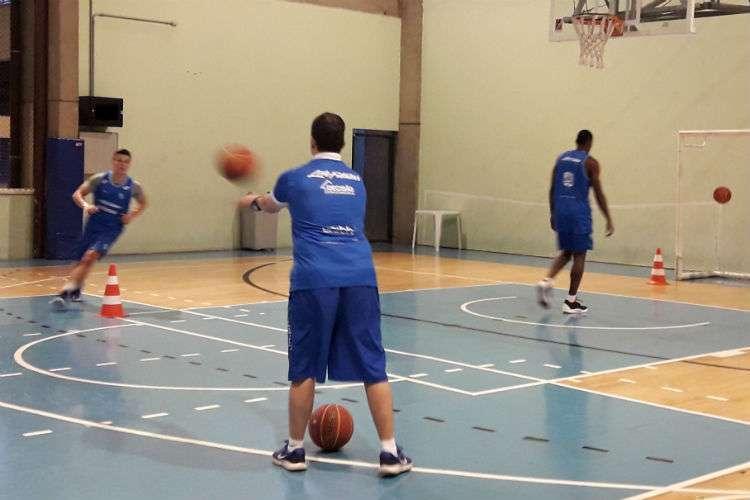 Minas tem treinado com Gui Deodato, Devon Scott, Shilton, Tyrone e Alexei Patrício, este em período de testes (Foto: Matheus Muratori/Basquete Todo Dia)