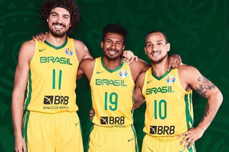 Varejão, Leandrinho e Alex atuam juntos na seleção desde 2002 (Foto: Divulgação/Fiba)