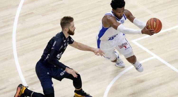 Leandrinho, do Minas, foi o cestinha do jogo, com 22 pontos (Foto: Orlando Bento/Minas)