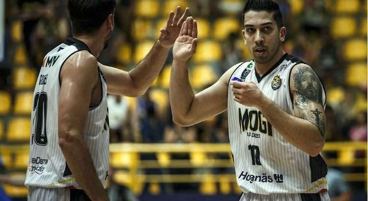 Fabrício foi punido severamente por um caso de doping em 2018 e retornou às quadras somente neste ano (Foto: Divulgação/Fiba)
