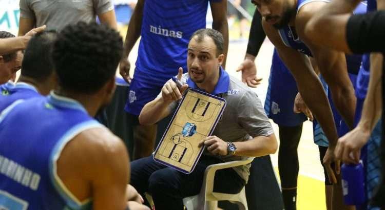 Técnico Leo Costa ainda não encontrou o melhor ritmo para o Minas (Foto: Antonio Penedo/Mogi)