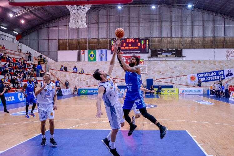 PIvô Devon Scott, com 19 pontos, 9 rebotes e 3 assistências, foi um dos destaques da vitória minas-tenista (Foto: Arthur Marega/São José)