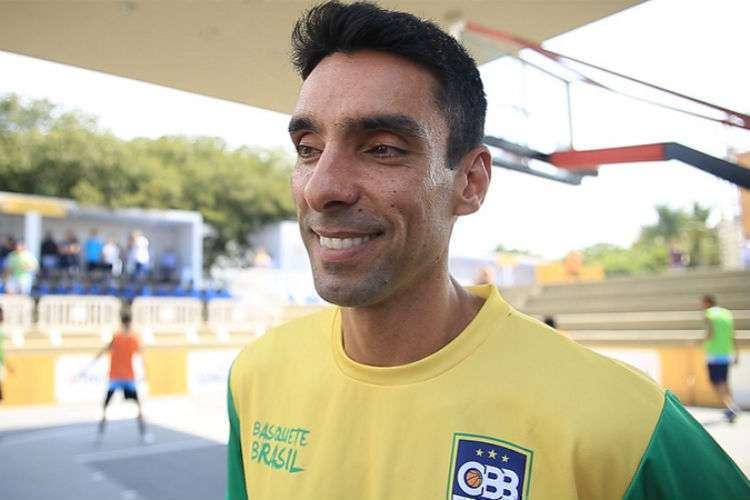 Técnico Douglas Lorite fará dois cortes para definir a equipe do Pré-Olímpico (Foto: Divulgação/CBB)