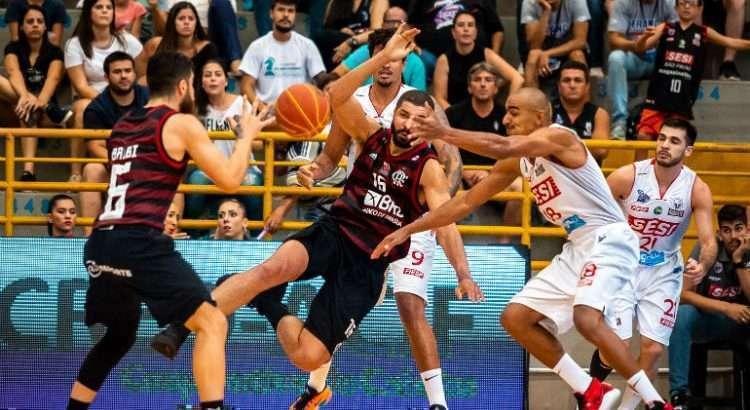 Flamengo e Franca decidiram também o Super 8 e o NBB na última temporada (Foto: Marcos Limonti/Franca)