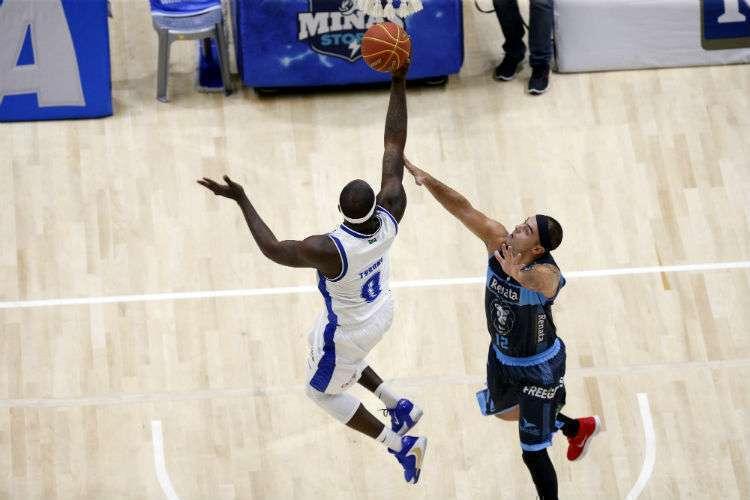 Tyrone foi um dos destaques do triunfo, com 17 pontos (Foto: Orlando Bento/Minas)