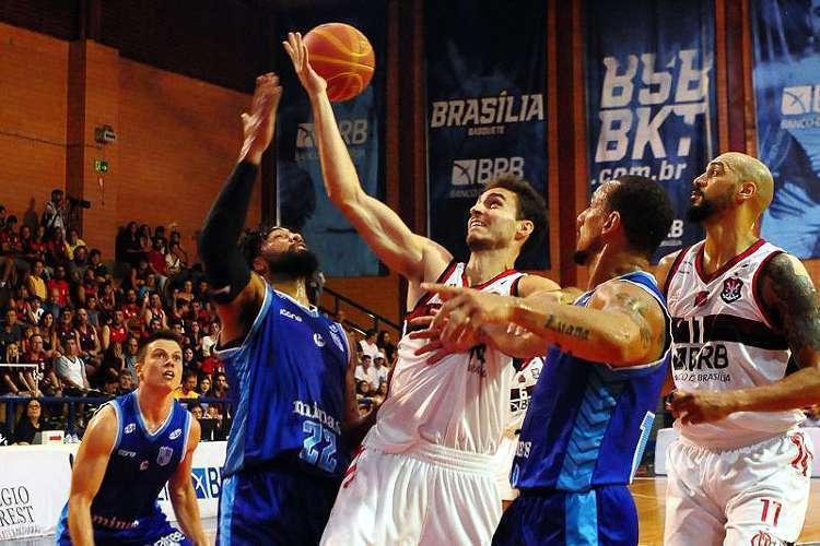 Minas bateu o Flamengo e mostrou que pode ir longe no NBB (Foto: Carlos Vieira/CB/D. A. Press)