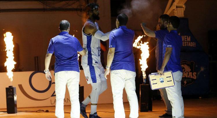 Minas, do pivô Devon Scott, classificou-se aos playoffs como quarto melhor time do NBB (Foto: Orlando Bento/Minas)