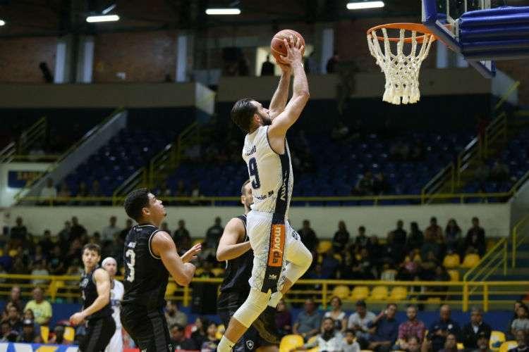 Mogi quebrou sequência negativa de três derrotas no NBB (Foto: Antonio Penedo/Mogi)
