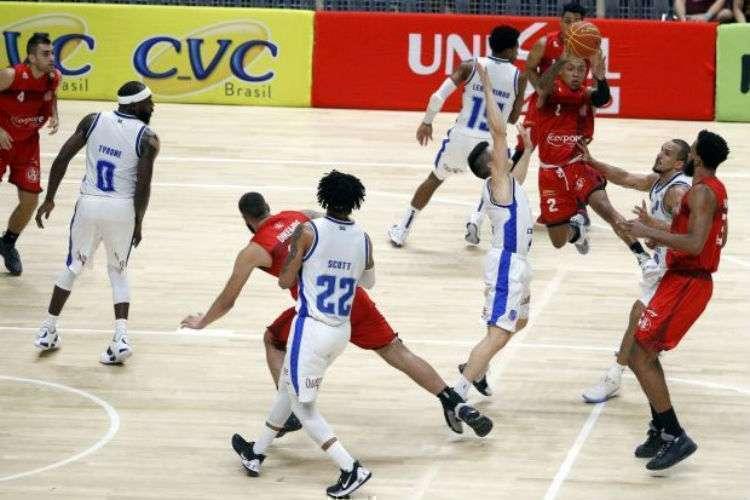 Até então, somente Minas e Paulistano tiveram atletas contaminados pela COVID-19 (Foto: Orlando Bento/Minas)