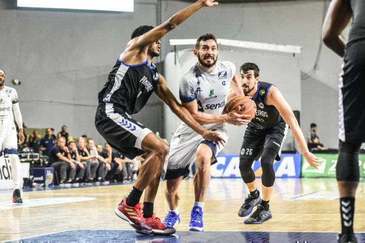Bauru entrou em acordo com atletas e comissão e desistiu deste NBB; Pinheiros demitiu o time profissional por correspondências (Foto: Victor Lira/Bauru)