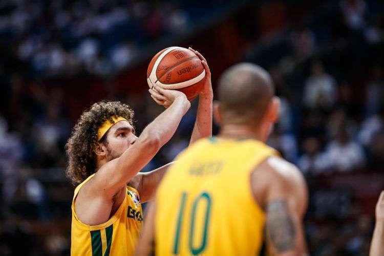 Brasil, de Anderson Varejão e Alex Garcia, segue com chances de chegar à Olimpíada de Tóquio (Foto: Divulgação/Fiba)