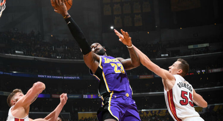 Na temporada regular, o Lakers venceu os dois duelos com o Heat (Foto: Andrew D. Bernstein/NBAE via Getty Images)