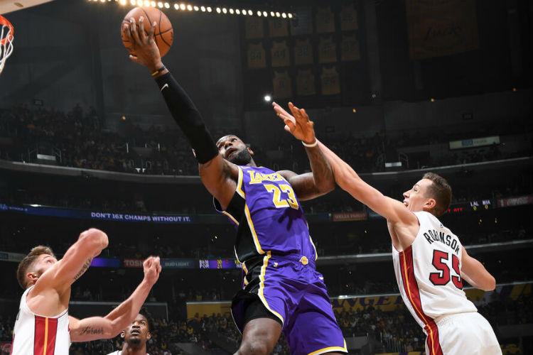 Na temporada regular, o Lakers venceu os dois duelos com o Heat (Foto: Andrew D. Bernstein/NBAE via Getty Images)