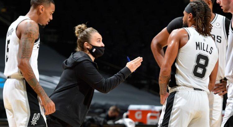 Becky Hammon fez história na noite dessa quarta-feira (30) (Foto: Reprodução/Twitter WNBA)