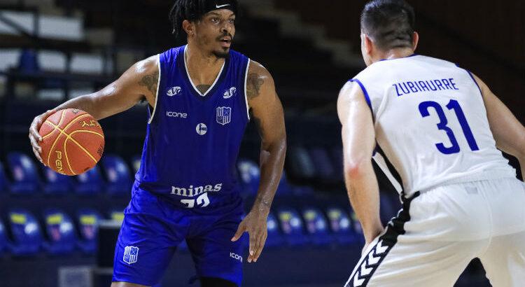 Shaquille Johnson anotou 15 pontos para o Minas (Foto: Ricardo Bufolin/Pinheiros)