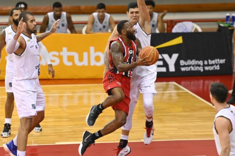 Bennett anotou 16 pontos e foi um dos cestinhas da partida (Foto: João Pires/LNB)
