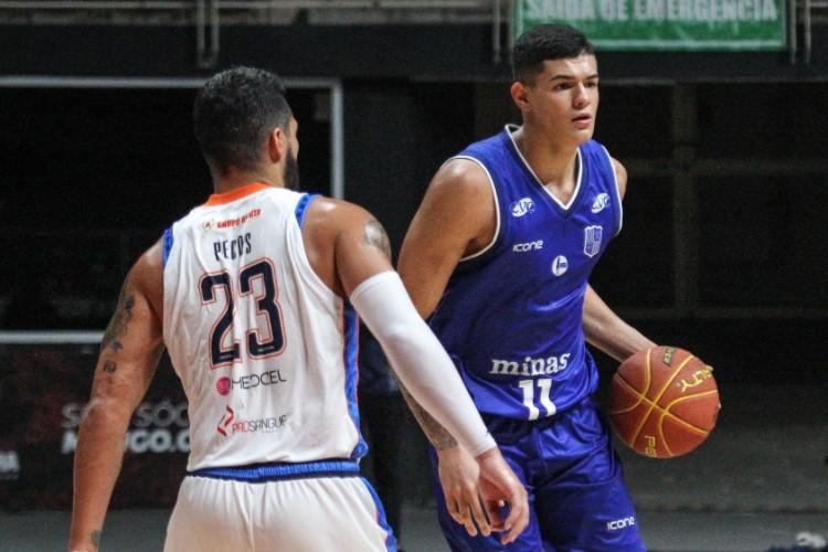 Gui Santos contribuiu com 14 pontos na vitória do Minas sobre a Unifacisa (Foto: Mariana Sá/LNB)