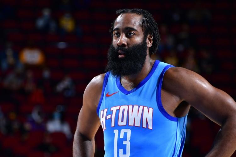 James Harden fez a 706ª e última partida pelo Houston Rockets na última terça-feira (12), na derrota por 117 a 100 para o Los Angeles Lakers (Foto: Reprodução/Twitter Houston Rockets)