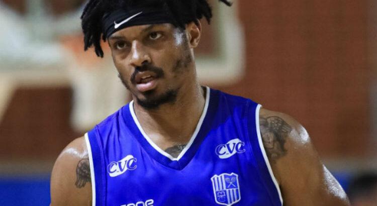 Shaquille Johnson Sr., do Minas, foi o cestinha do jogo, com 28 pontos (Foto: Ricardo Bufolin/Pinheiros)