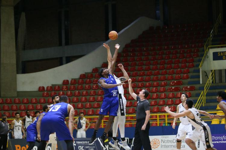 Pelo NBB, em 16 de dezembro, Minas venceu o Mogi por 80 a 74 (Foto: Antonio Penedo/Mogi)