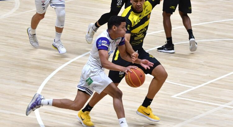 Armador Matheusinho, do Pato, foi um dos destaques do jogo, com 23 pontos (Foto: João Pires/LNB)