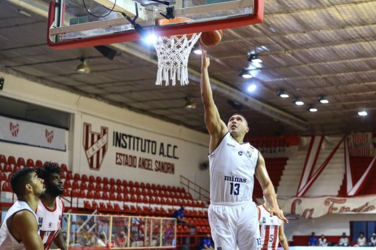 JP Batista anotou 9 pontos na vitória do Minas sobre o Instituto (Foto: Divulgação/Fiba)