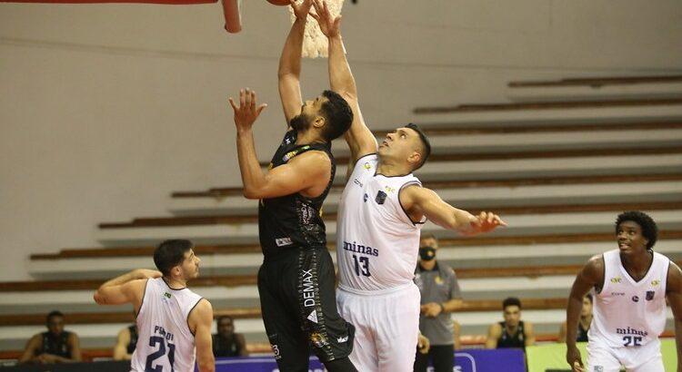 Na última partida entre as equipes, Minas venceu por 96 a 71 (Foto: Antonio Penedo/Mogi)