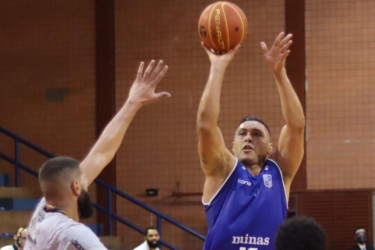 JP Batista marcou 14 dos 81 pontos do Minas na vitória sobre o Bauru (Foto: Divulgação/NBB)
