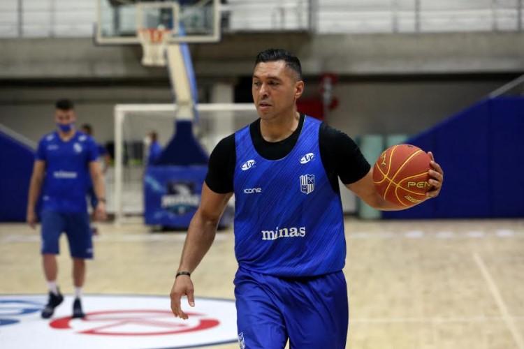 Pivô do Minas, JP Batista é o capitão do time (Foto: Orlando Bento/Minas)