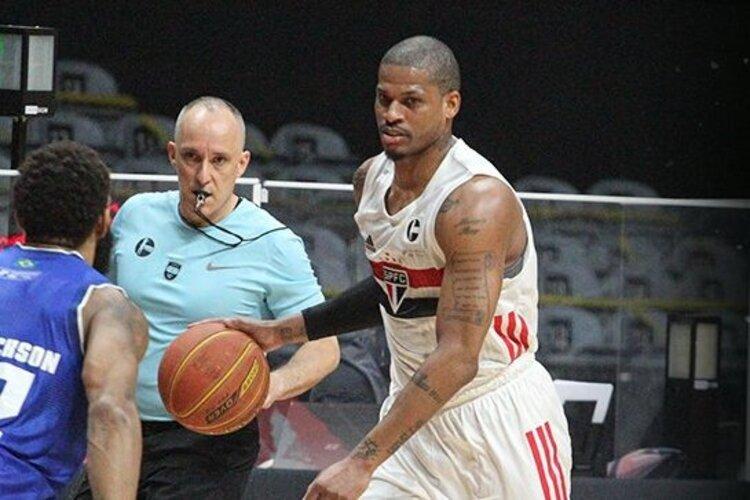 Shamell foi o responsável pela cesta que deixou o São Paulo à frente por quatro pontos no último período (Foto: Mariana Sá/LNB)