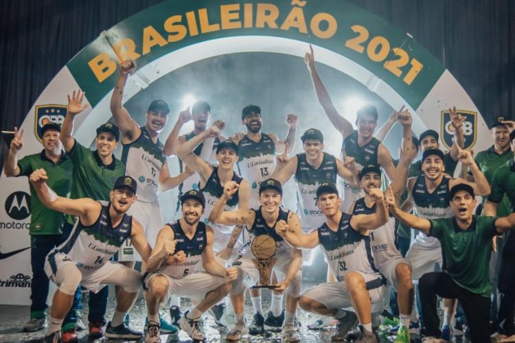 União Corinthians venceu o Flamengo Blumenau e se sagrou campeão brasileiro (Foto: Emanuel Kulka/CBB)