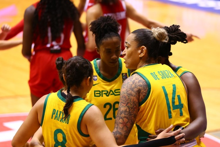 Brasil contou com boa atuação coletiva ao vencer o Canadá (Foto: Divulgação/Fiba)