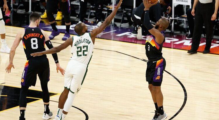 Bucks, de Middleton, e Suns, de Paul, duelam pelo anel de campeão (Foto: Christian Petersen/AFP)