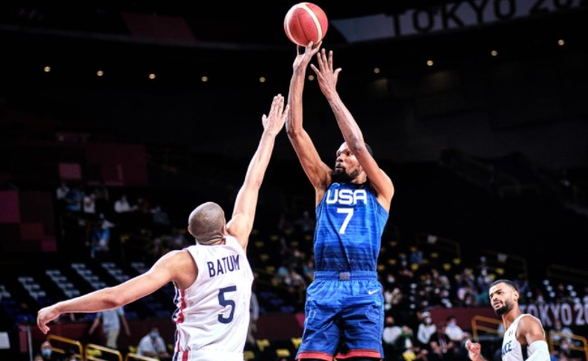 Equipes chegam embaladas à final olímpica (Foto: Divulgação/FIBA)