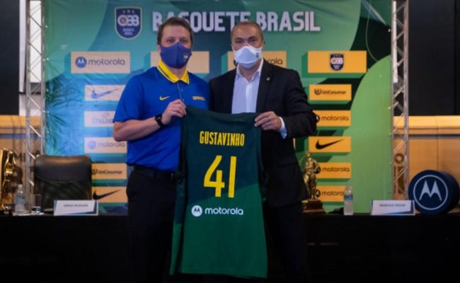 Gustavo De Conti durante apresentação como técnico da Seleção Brasileira; Aleksandar Petrovic não permaneceu no cargo após não conseguir a classificação à Olimpíada de Tóquio, este ano (Foto: Diego Maranhão/CBB)